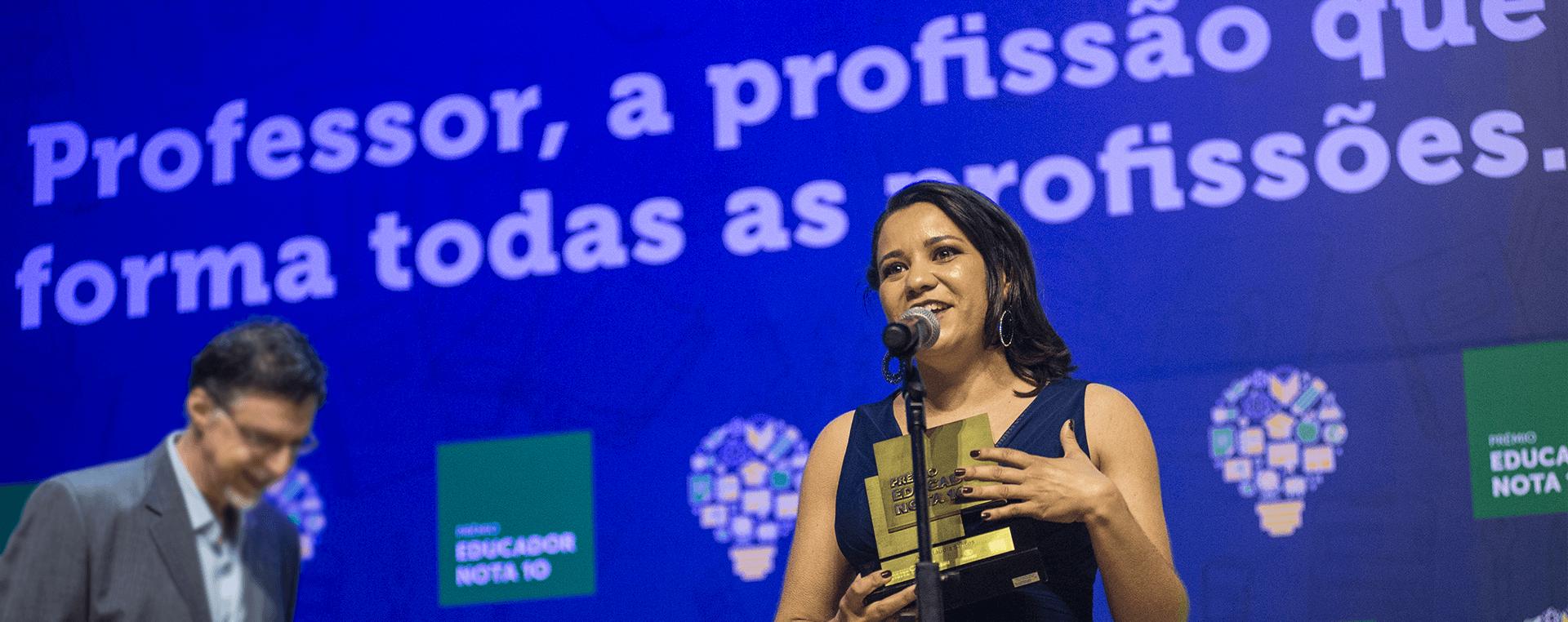 Ana Cláudia - Prêmio Educador Nota 10