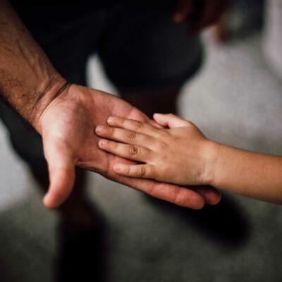 Imagem ilustrativa do curso Crescer sem violência – prevenção de violências contra crianças e adolescentes