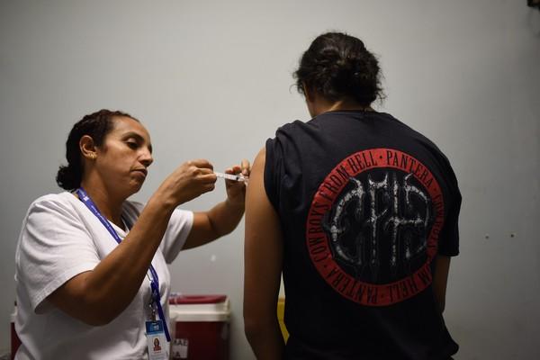 vacinação em massa e combate ao coronavírus
