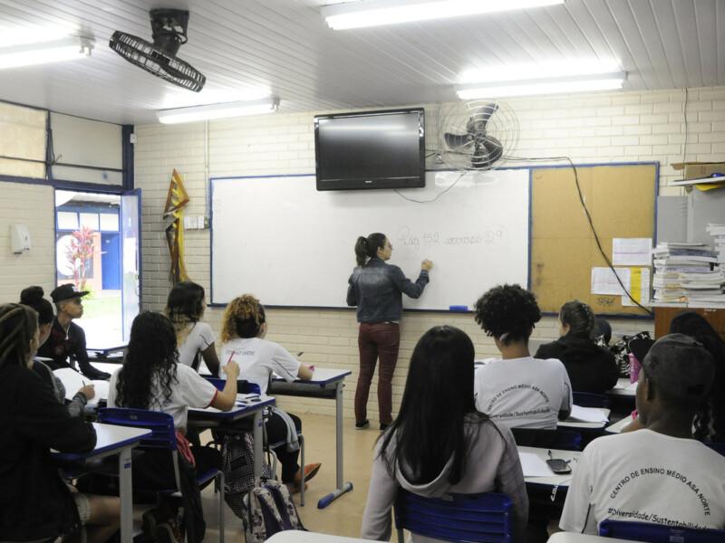 estudantes trans na escola